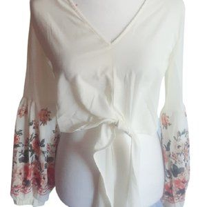 Cropped flowy sleeved women's blouse size M